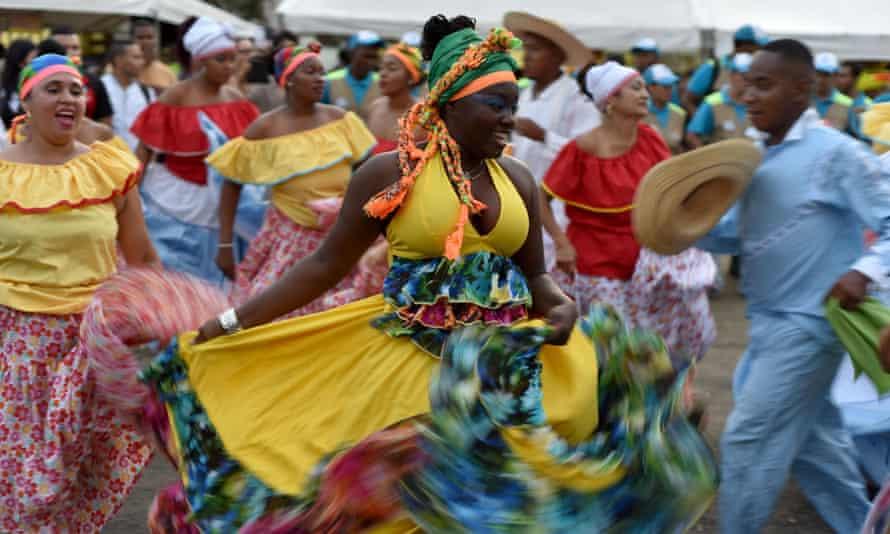 Le viche est très populaire au festival annuel de musique de Petronio Álvarez dans le Pacifique à Cali, où les vendeurs le mélangent avec des jus de fruits locaux comme le borojó et le chontaduro.