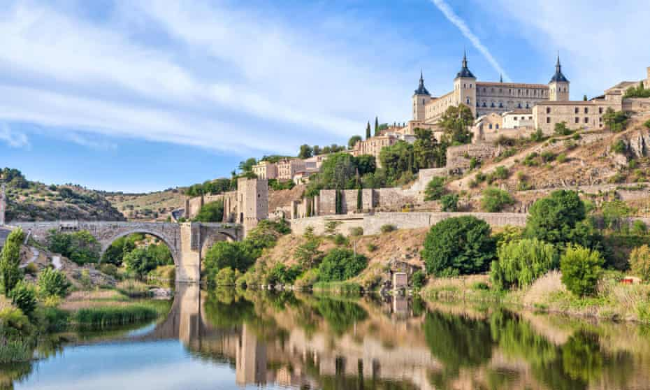 Vue du Puente de Alcantara et de l'Alcazar de Tolède depuis le Tage, Tolède, EspagneFDX5YA Vue du Puente de Alcantara et de l'Alcazar de Tolède depuis le Tage, Tolède, Espagne