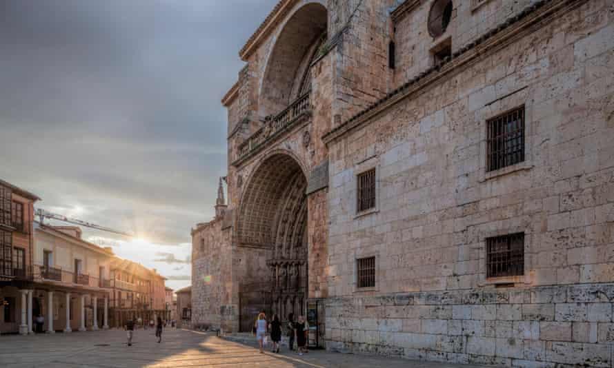 Façade de la cathédrale.  El Burgo de Osma, Soria, Espagne.FCK86T Façade de la cathédrale.  El Burgo de Osma, Soria, Espagne.