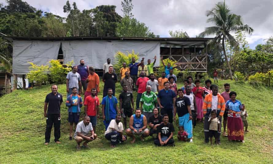 L'équipe de santé a fait un voyage à travers les hautes terres des Fidji pour atteindre le village de Nakida